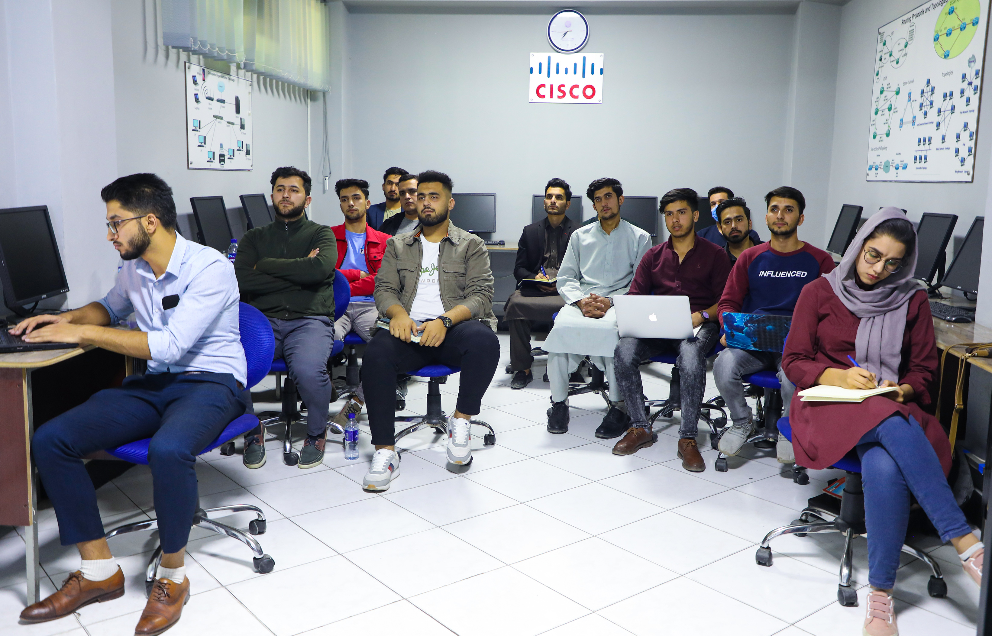 Kardan University's Computer Science Department Organizes Training Session on Routing and Switching